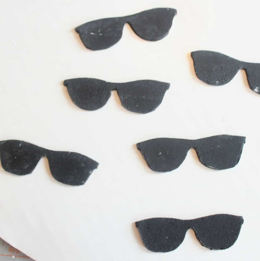 Drying the sunglasses toppers