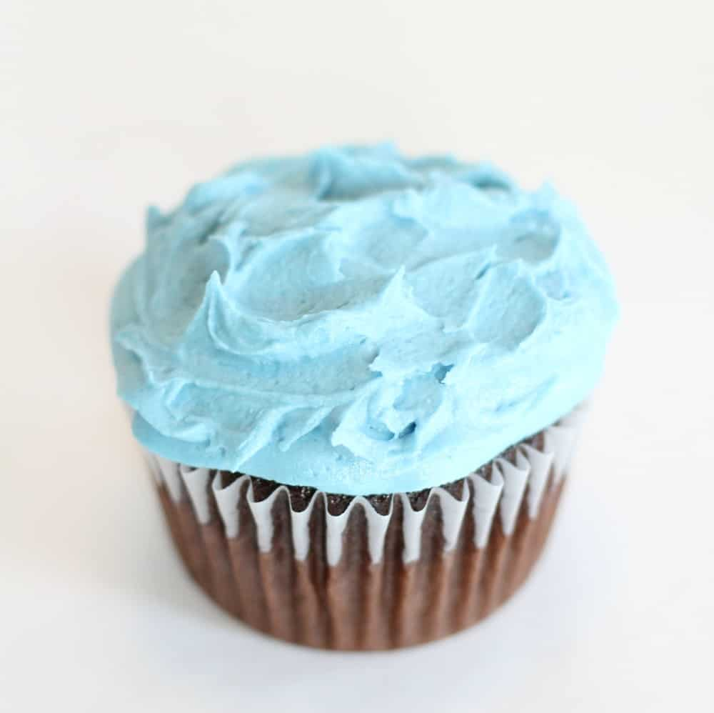 Icing your wave cupcakes