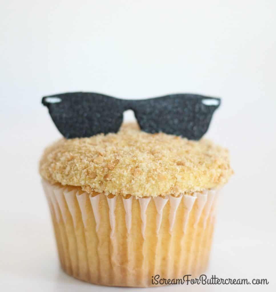 Finishing the sunglasses cupcake toppers